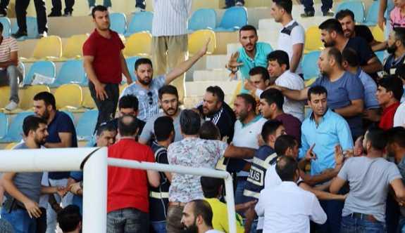 Kupa maçında olaylar çıktı, emniyet müdürü yaralandı