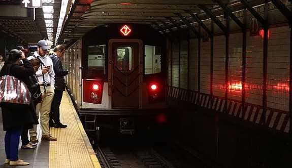 New York metrosu için 'zenginlerden daha fazla vergi alınsın' teklifi
