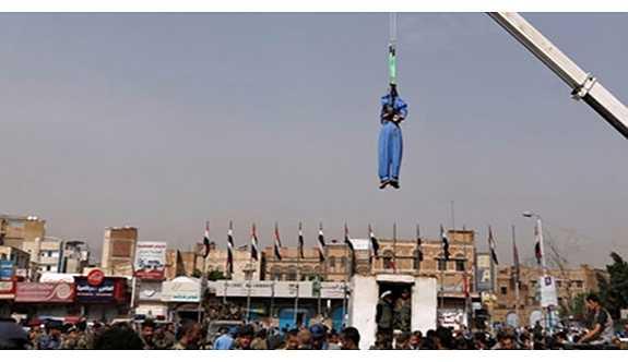 Tecavüzcüyü meydanın ortasında idam ettiler!
