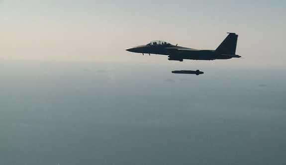 Güney Kore, ilk kez bir savaş uçağından gerçek füze ateşledi