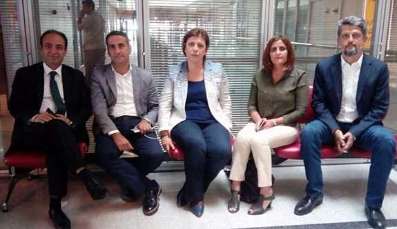 HDP, AYM binasında 'Vicdan ve Adalet Nöbeti başlattı