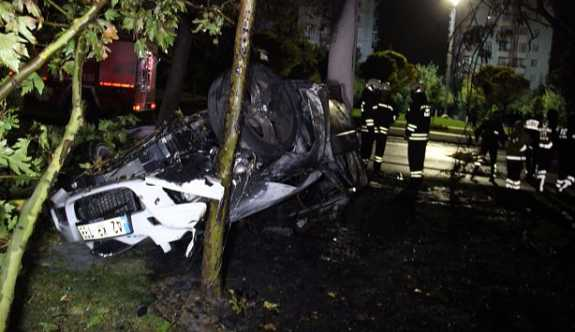 Korkunç kaza: Araçtaki beş kişiden üçü yanarak yaşamını yitirdi!
