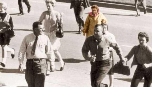 Gizemini Hâlâ Koruyan Dünyayı Şoke Etmiş 10 Tarihi Fotoğraf