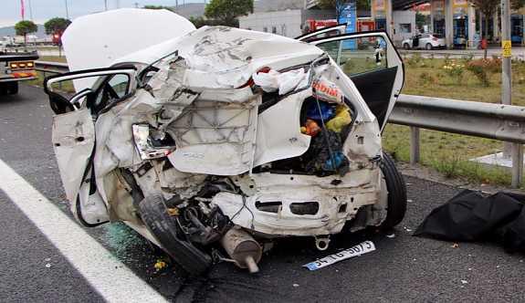 TEM'de TIR, otomobile çarptı