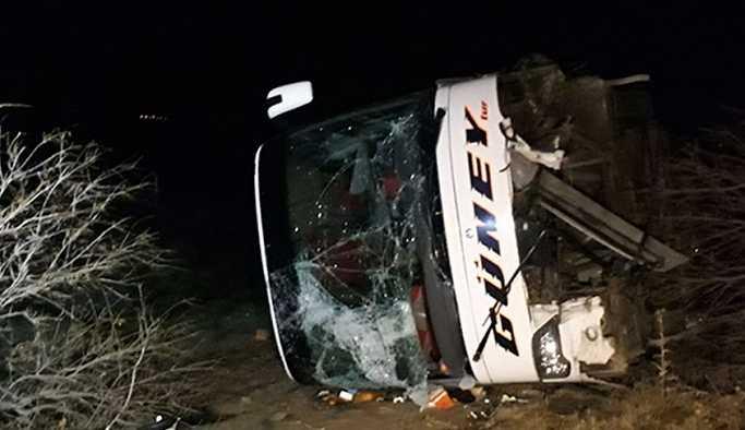 Ankara'da otobüs kontrolden çıkarak şarampole devrildi: 10 yaralı!