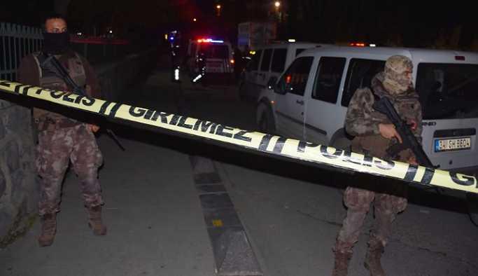 Bağcılar'da okul önünde çatışma: 5 kişi yaralandı