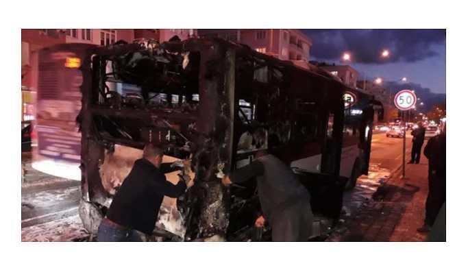Çanakkale'de halk otobüsü içinde yolcular varken alev aldı