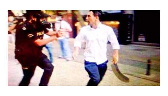 Gezi eylemcilerine palayla saldıran kişi vuruldu
