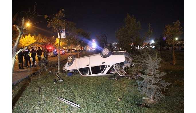 Konya'da polisin 'dur' ihtarına uymayan otomobil devrildi