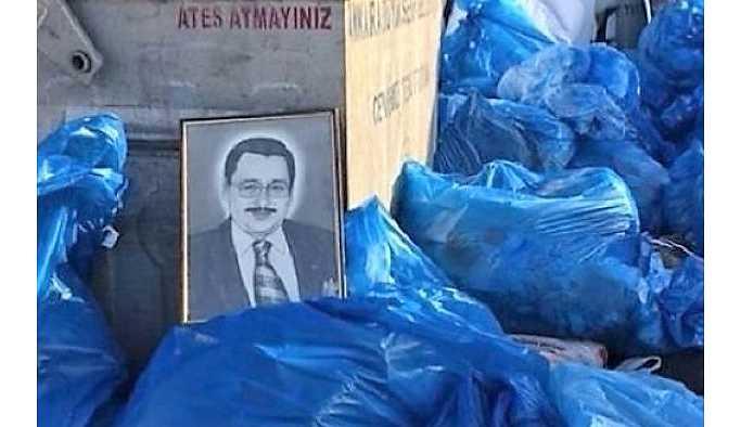 Melih Gökçek'in portresi çöpte bulundu.