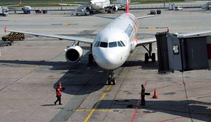 THY uçağında 3 yolcu yumruk yumruğa kavga etti