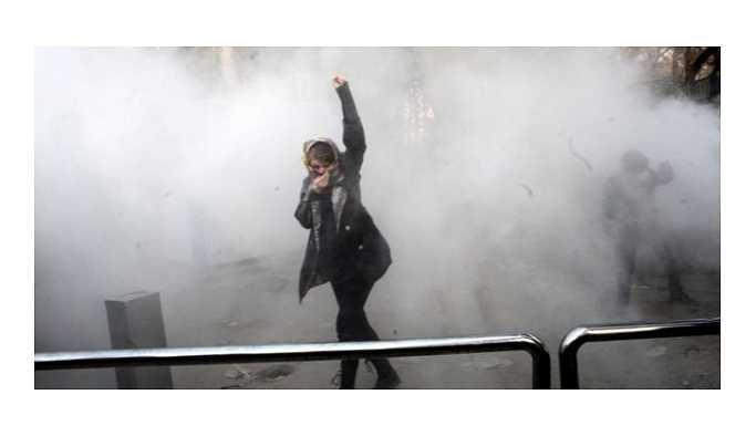 İran Devrim Muhafızları: Protestolara devam edenler 'demir yumrukla' karşılaşır