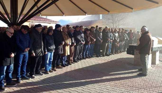 İstanbul'da  bıçak ve çekiç darbeleriyle öldürülen iki kardeş Tunceli'de defnedildi