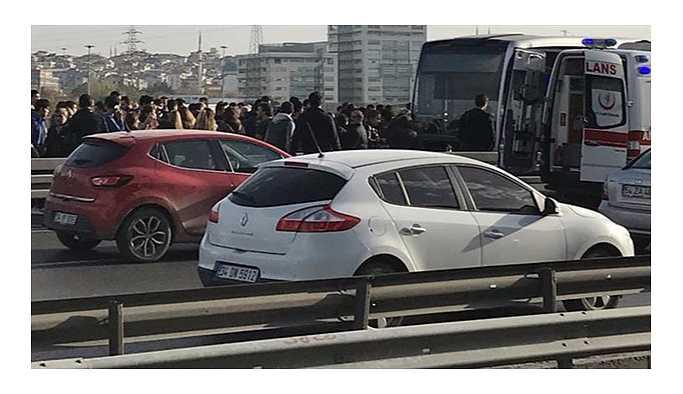 İstanbul'da iki metrobüs çarpıştı: Yaralılar var