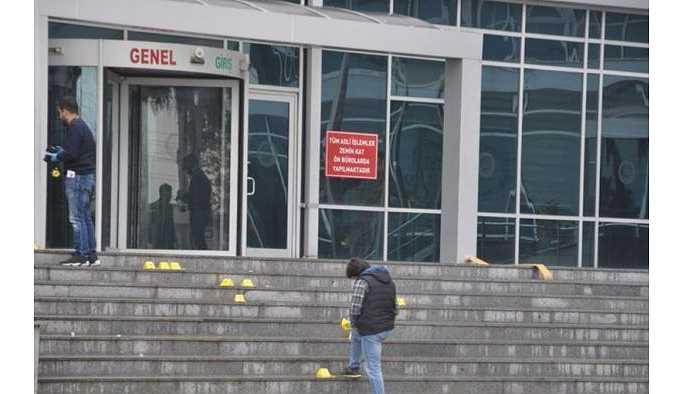 Mersin'de adliye girişinde silahlı saldırı