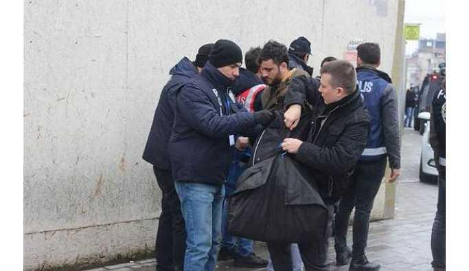 Taksim'e gelenlere üst araması yapılıyor