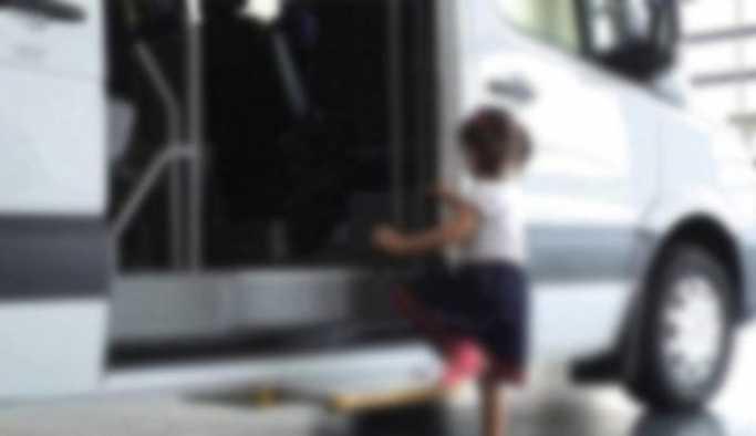 7 yaşındaki kız çocuk okul servisinde unutuldu.