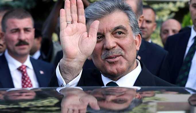 AK Parti'den Gül'e: Ona karşı da aynı mesafeyi koyarız