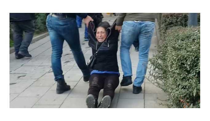 Semih Özakça'nın annesi, yerde sürüklenerek gözaltına alındı!