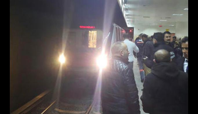 Üniversiteli genç kadın metroda raylara düştü
