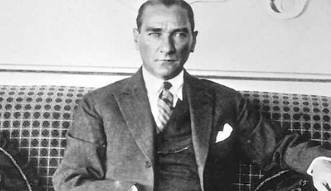 Atatürk'ün ölüm yıl dönümünde göbek atan müdüre maaş cezası verildi