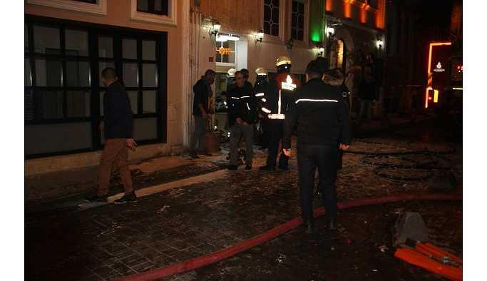 Beyoğlu'nda otel yangını: 3'ü ağır, 6 yaralı