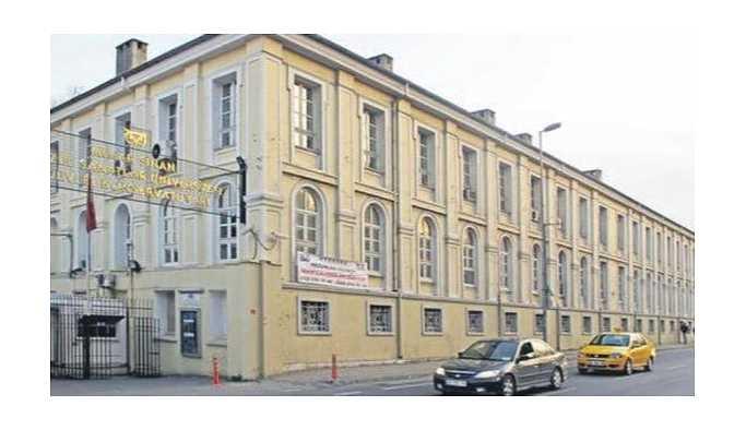 Mimar Sinan'da 8 öğrenciye soyunma odasında kırbaçlı işkence iddiası