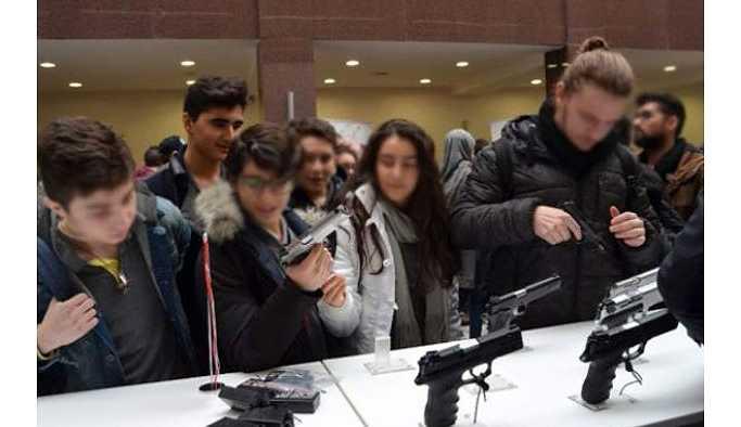 Üniversitede silah sergisi açıldı