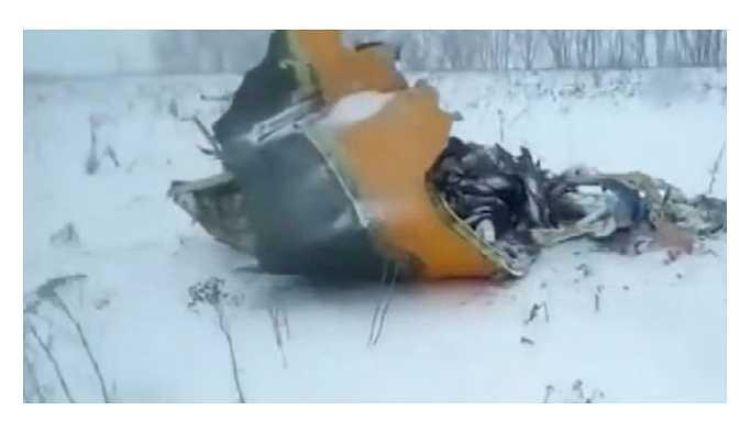 Yolcu uçağı Moskova'ya düştü 71 kişi öldü