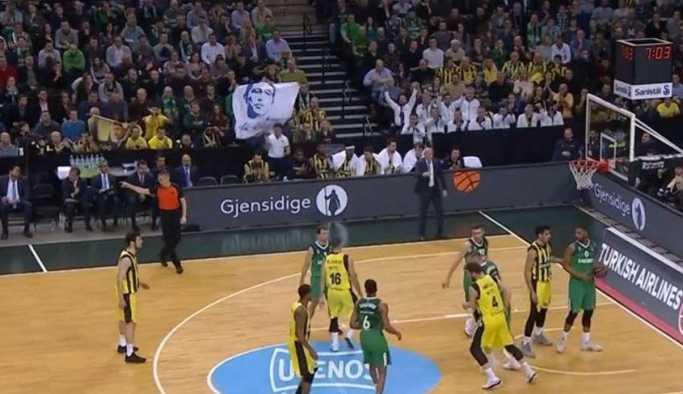 Ali Koç pankartı Litvanya'da kriz çıkardı