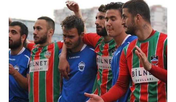 Diyarbakır taraftarından rakibe destek: Paranız yoksa onurunuz var