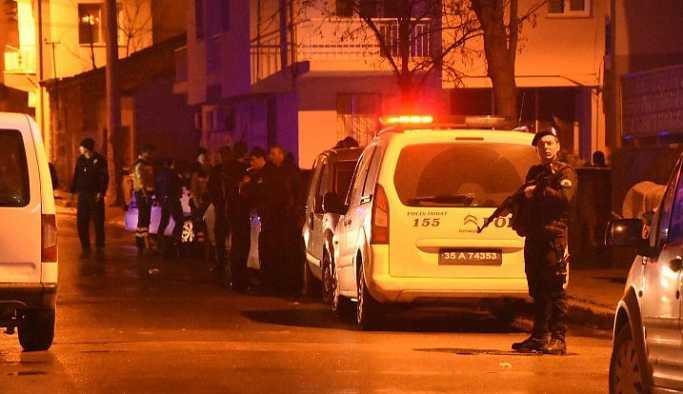 İzmir'de polislere bıçaklı saldırı