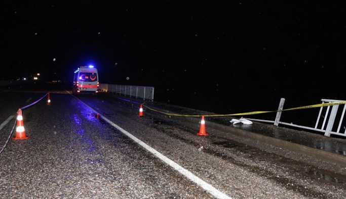 Yanarsu Çayı'na düşen kamyonet akıntıya kapıldı