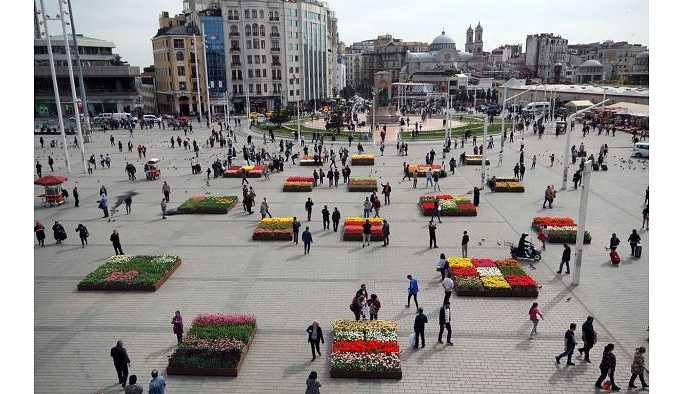 Bir AKP icraatı: Taksim'de beton üstüne lale dönemi!