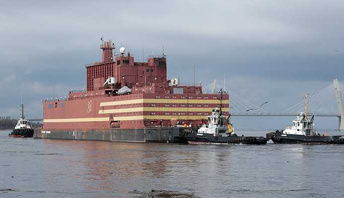 Dünyanın ilk yüzen nükleer santrali Rusya'dan: 'Akademik Lomonosov' ilk yolculuğuna çıktı