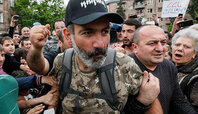 Ermenistan'da başbakanlık için tek aday muhalif lider Paşinyan