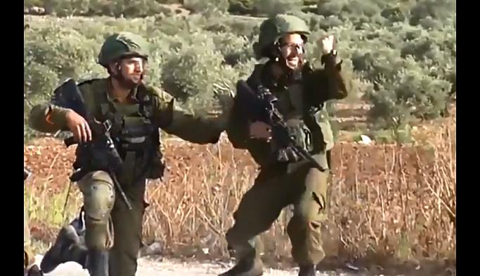 Filistinli eylemciyi vuran İsrailli asker böyle sevindi