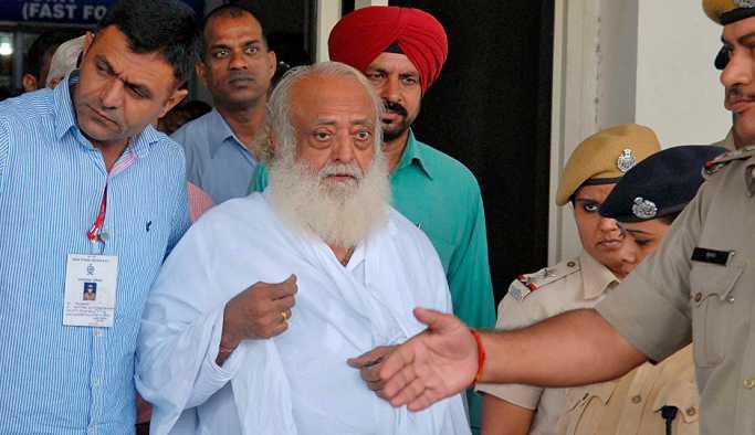 Tecavüzle suçlanan Hindistanlı guru Asaram Bapu müebbete mahkum edildi