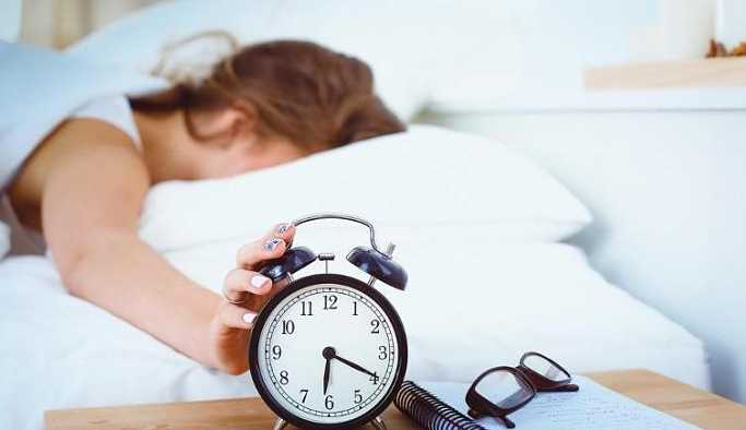 Yatakta kitap okumak uykuya dalmayı zorlaştırıyor
