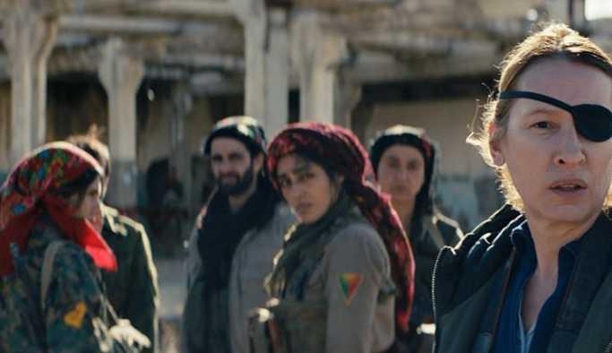 """Cannes'da yarışacak: IŞİD'e karşı savaşan kadınları anlatan """"Güneş'in Kızları""""ndan ilk sahne"""