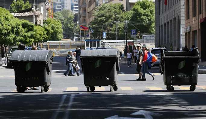 Erivan'da on binler, başbakan seçilemeyen Paşinyan'ın çağrısı ardından yolları kapattı