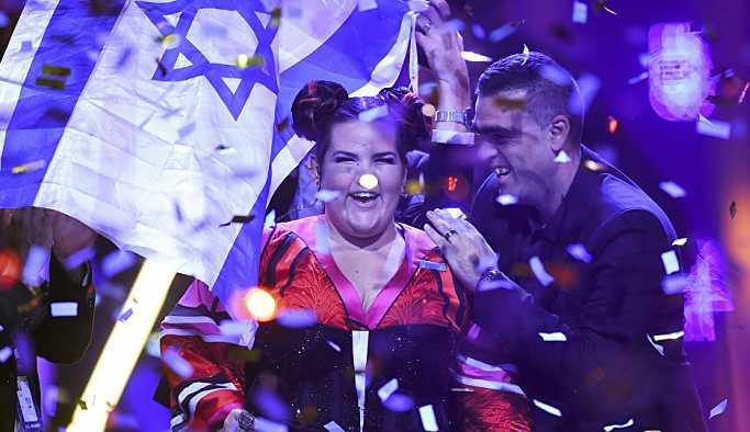 Gazze katliamının üzerine Netanyahu'dan tavuk dansı