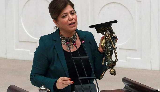 HDP Milletvekili Meral Danış Beştaş'ın kardeşi diye ihraç ettiler'