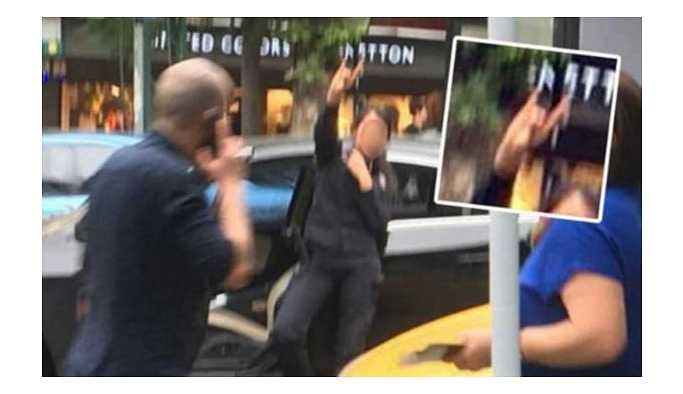 HDP standını korumakla görevli polis 'ölürüm Türkiyem' şarkısını açıp bozkurt işareti yaptı