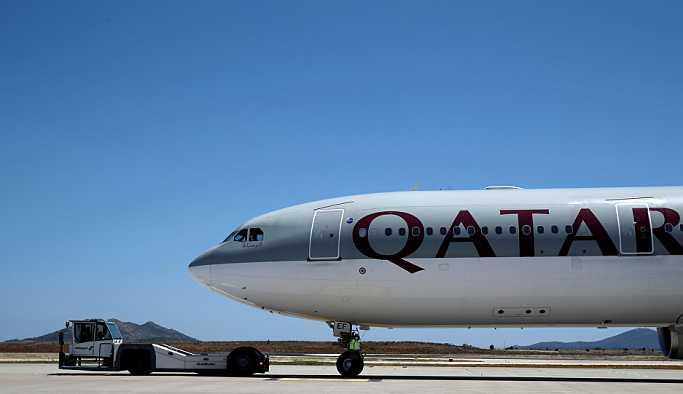 Katar Havayolları'nın 7500 TL'ye Türk personel arayışı izdihama neden oldu