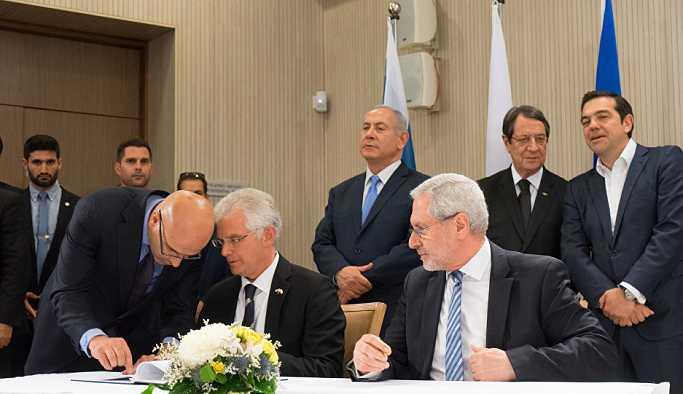 Kıbrıs'ta üçlü doğalgaz zirvesi: Doğalgaz boru hattı inşa edilecek