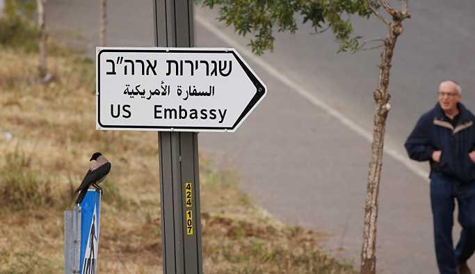 Kudüs'te yollara ABD Büyükelçiliği tabelaları asıldı