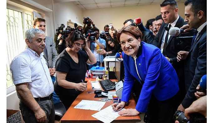 Meral Akşener 100 bin imzayı geçti