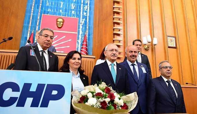 MHP'liler 'Faşizme karşı omuz omuza' sloganıyla CHP'ye katıldı