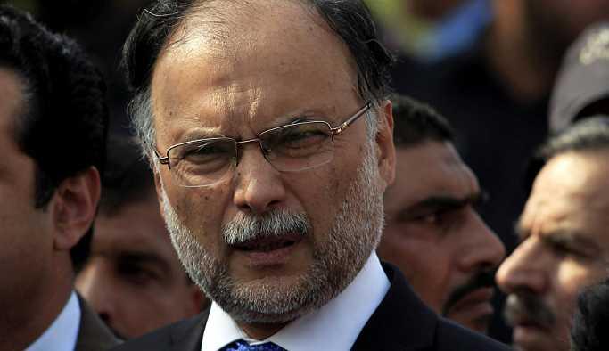Pakistan İçişleri Bakanı silahlı saldırıya uğradı